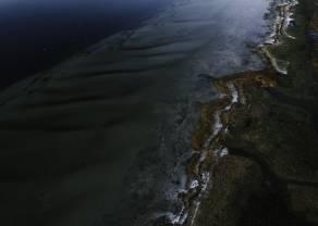 Acciones globales mezcladas mientras persiste la caída del petróleo