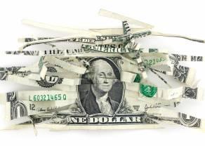 La estanflación se abre camino, tumba al dólar y dispara a los metales