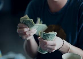 ¡La libra sube frente al dólar y al euro! Pero el cambio dólar franco va a la baja…
