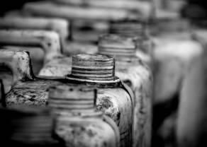 Los precios del crudo WTI se desploman más del 40% por segundo día