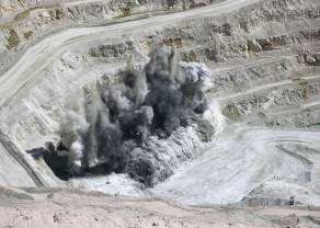 """Proyecto de regalías mineras en Chile tendría """"impactos económicos importantes"""": ministro Hacienda"""
