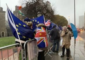 Reino Unido se prepara para el Brexit mientras empieza la vacunación a su población