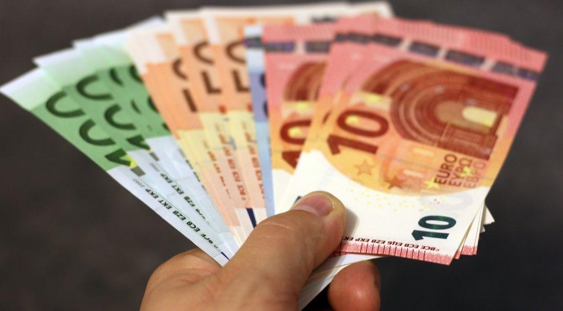 Comprobamos la cotizacion del Euro con el Dolar la Libra el Yuan y el Peso mexicano a 21/11/2019