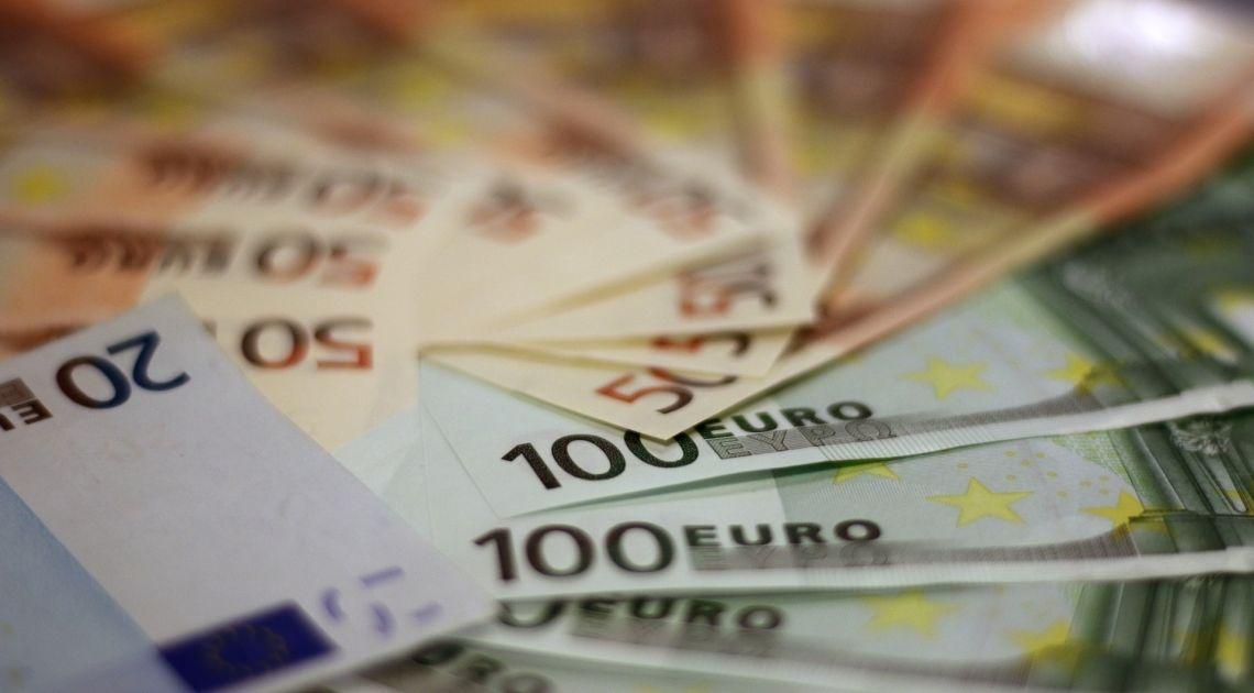libra caída de moneda