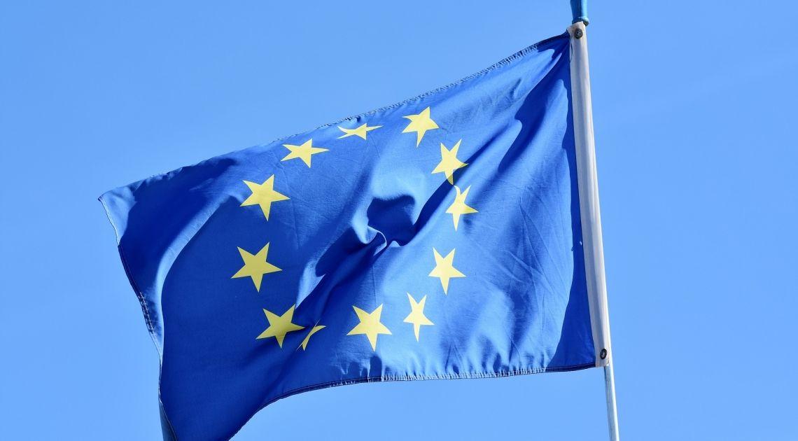 Divisas; Comprobamos los últimos días además del cierre semanal en el Euro contra Libra Esterlina y Yen Japonés