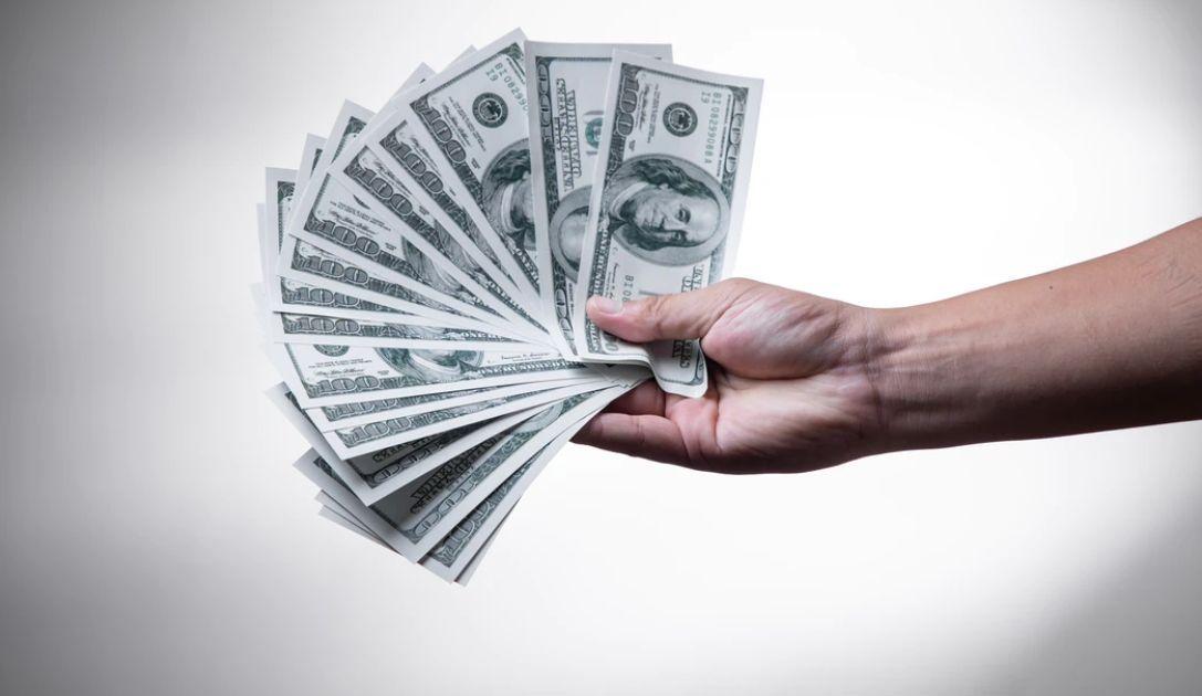 Dólar a 4,13 zloty. El cambio del euro a 4,53 PLN. Frank cerca de 4.30 PLN. Comentario de divisas: el mercado ignora las visiones negras del FMI