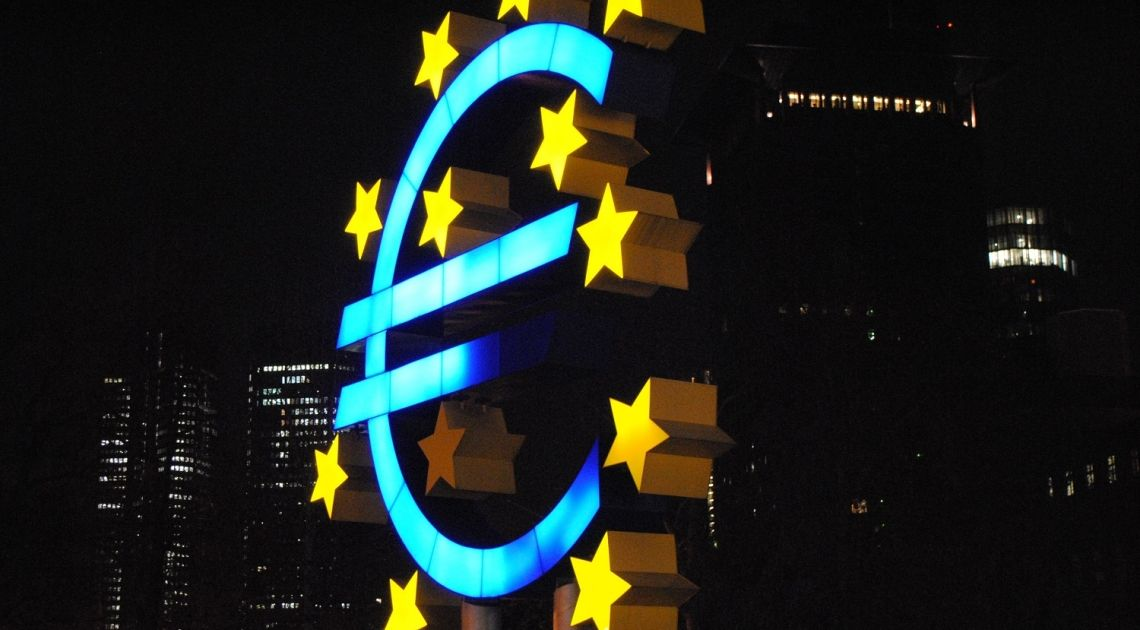 ¡El cambio EURUSD alcanza un máximo de cuatro meses! La libra está subiendo frente al euro y al dólar. La cotización del dólar frente al franco suizo sigue con gran volatilidad