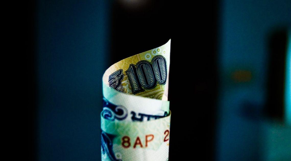 El dinero inteligente sale corriendo de la bolsa y el dinero tonto hace cola para entrar