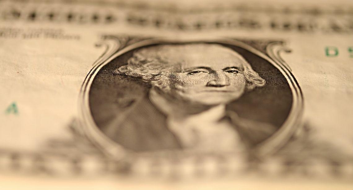 El dinero se escapa del riesgo y vuelve a refugiarse en el dólar