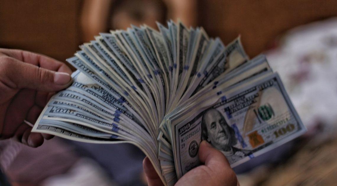 ¡El dólar está subiendo frente al franco suizo! El cambio euro dólar y libra dólar a la baja.
