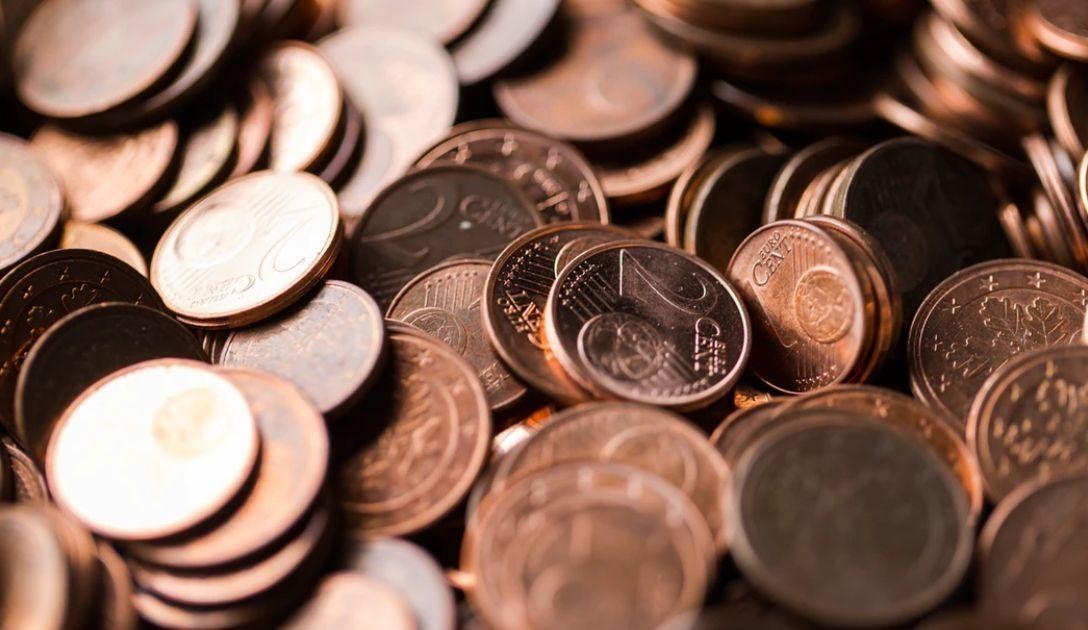 El euro está cayendo frente al dólar. Retiro en Wall Street. Situación en los mercados.