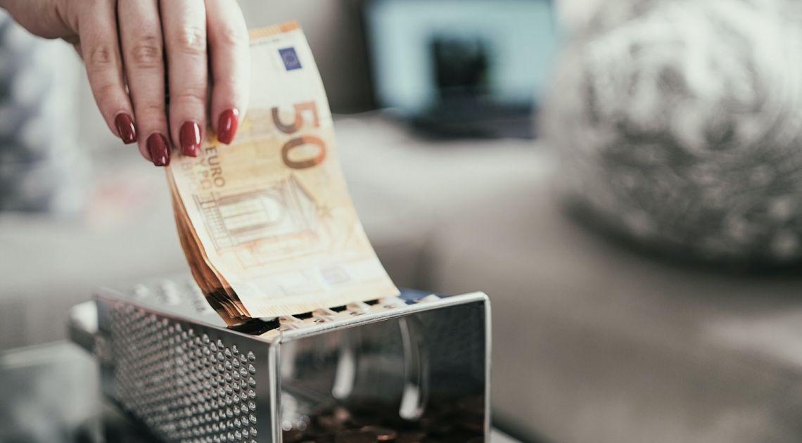 ¡El euro sigue debilitado frente al dólar y al yen (EURUSD, EURJPY)! La cotización de los pares EURGBP y EURCHF también se acerca a los mínimos del viernes