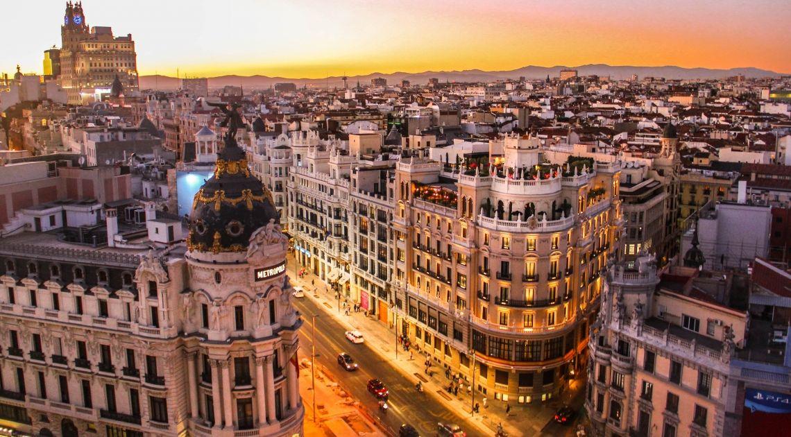La Bolsa de Madrid: el Ibex 35 consolida los 10.000 puntos