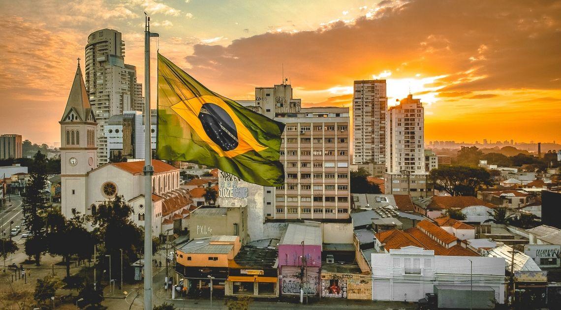 La cotización del euro con el real brasileño y el peso argentino. Brasil aplaza las reformas para evitar protestas.