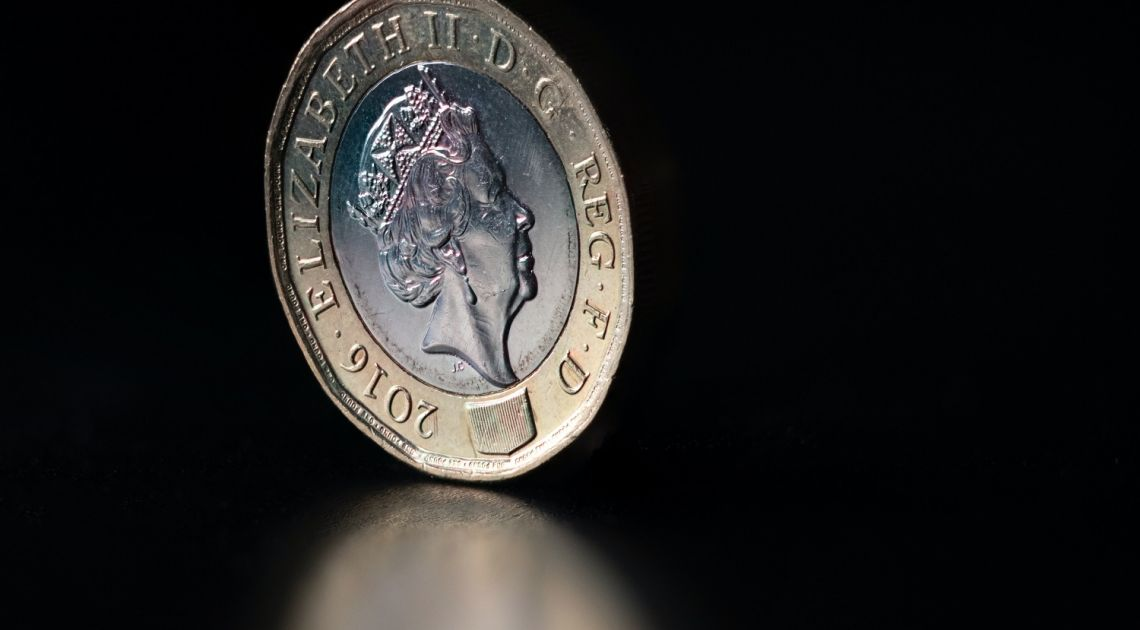 ¡La libra esterlina sigue bajando! Analizamos su cotización frente al euro, dólar, yen y franco suizo