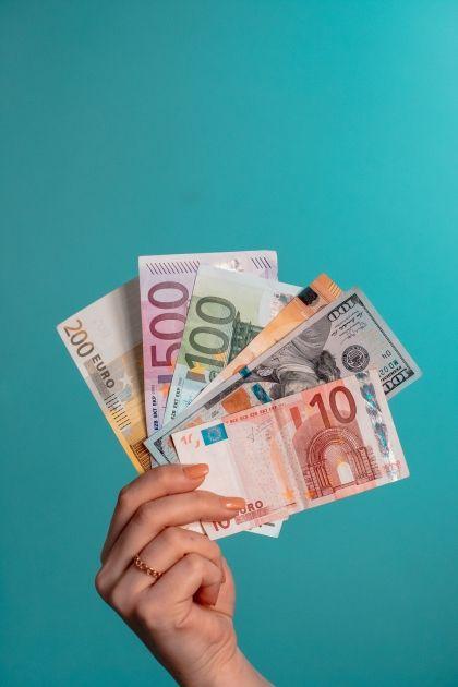 ¿La renta básica de 590 euros?