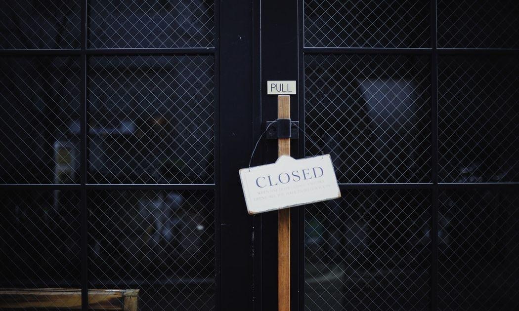 Las acciones mundiales caen con los mercados estadounidenses cerrados por el Día del Trabajo