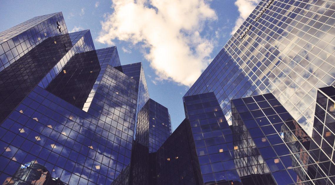 Los bancos arrastran al Ibex, que cae un 0,16%