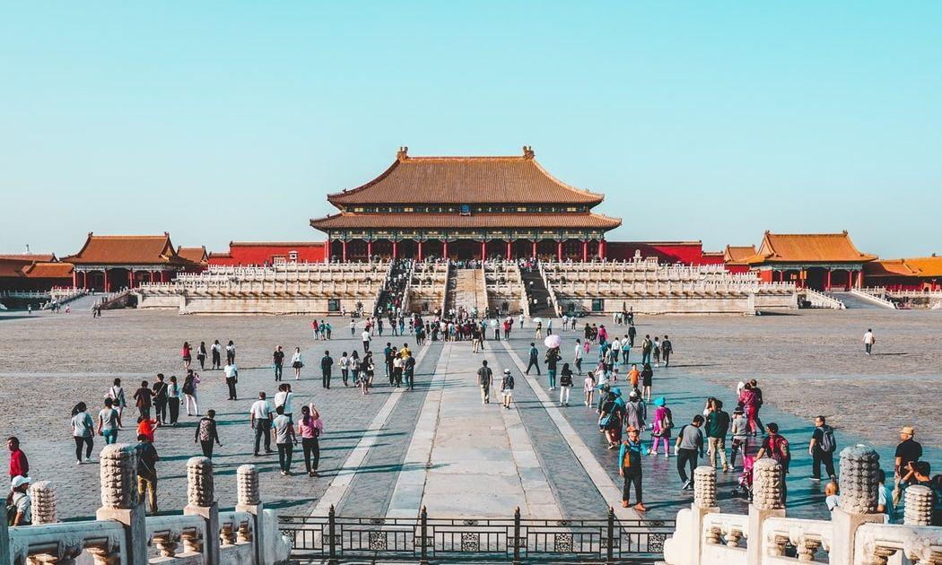 Los mercados avanzan a pesar de las crecientes tensiones entre Estados Unidos y China