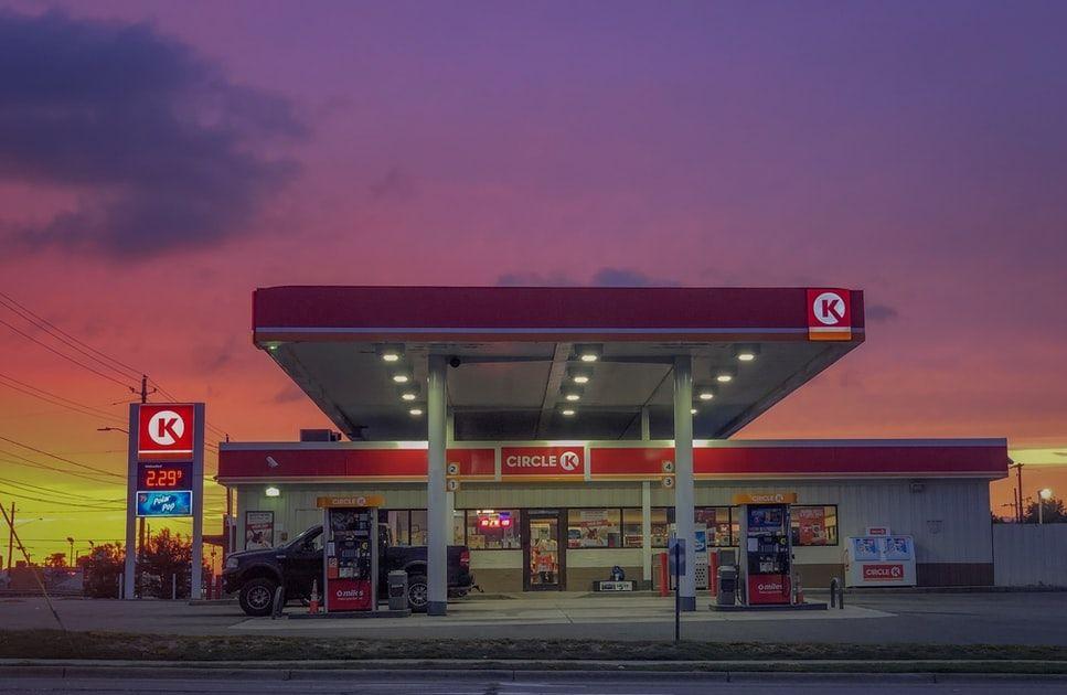 Los precios de petróleo continúan en ascenso, previo a la reunión de la OPEP+ de esta semana
