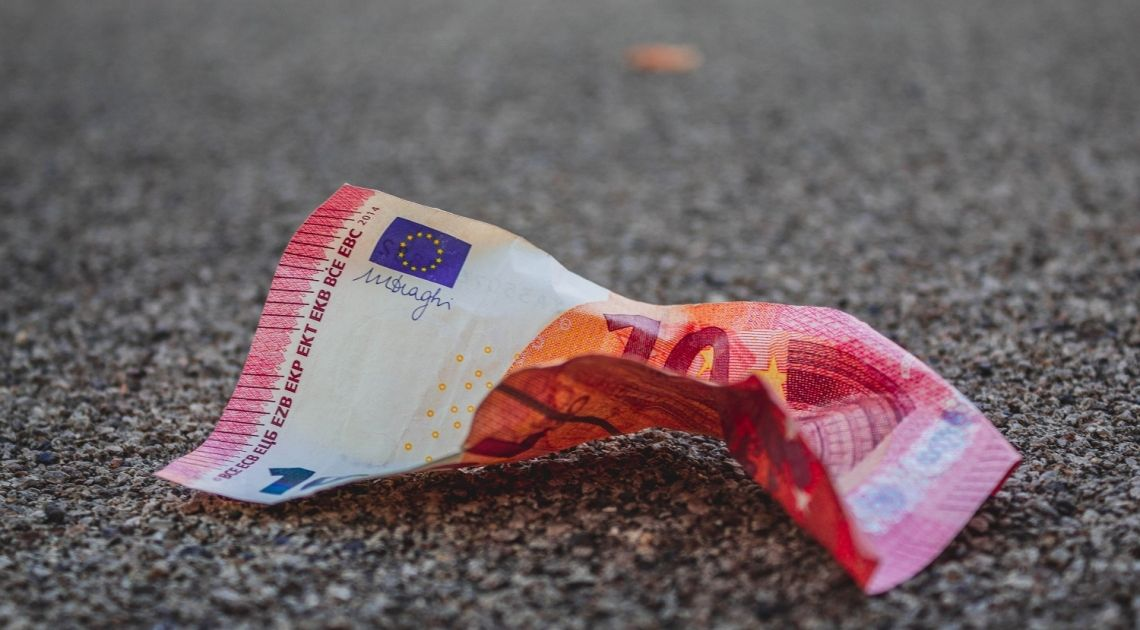 Los precios en España llevan seis meses en negativo. ¿Cuáles son las consecuencias?