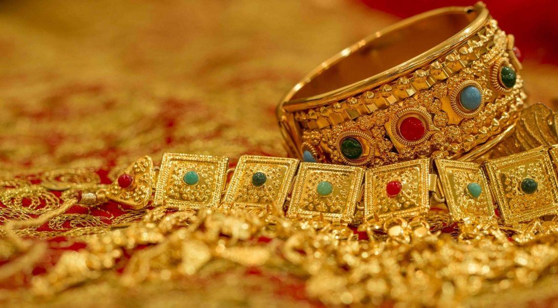 Materias Primas;El Oro sitúa su valor en 1.586,400 Dólares además comprobamos el Petróleo Brent y Cobre