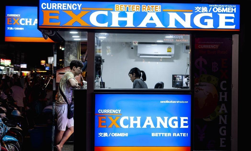 Oficina de cambio online vs. Oficina de cambio física