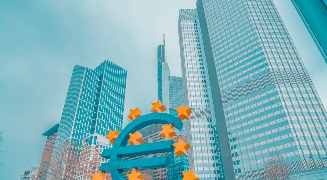 El euro supera 1,11 dólares. Se alivian las tensiones en Europa