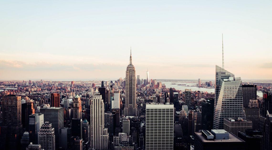 Un cierre mixto en la Bolsa de Nueva York. El país toma medidas en contra del coronavirus.